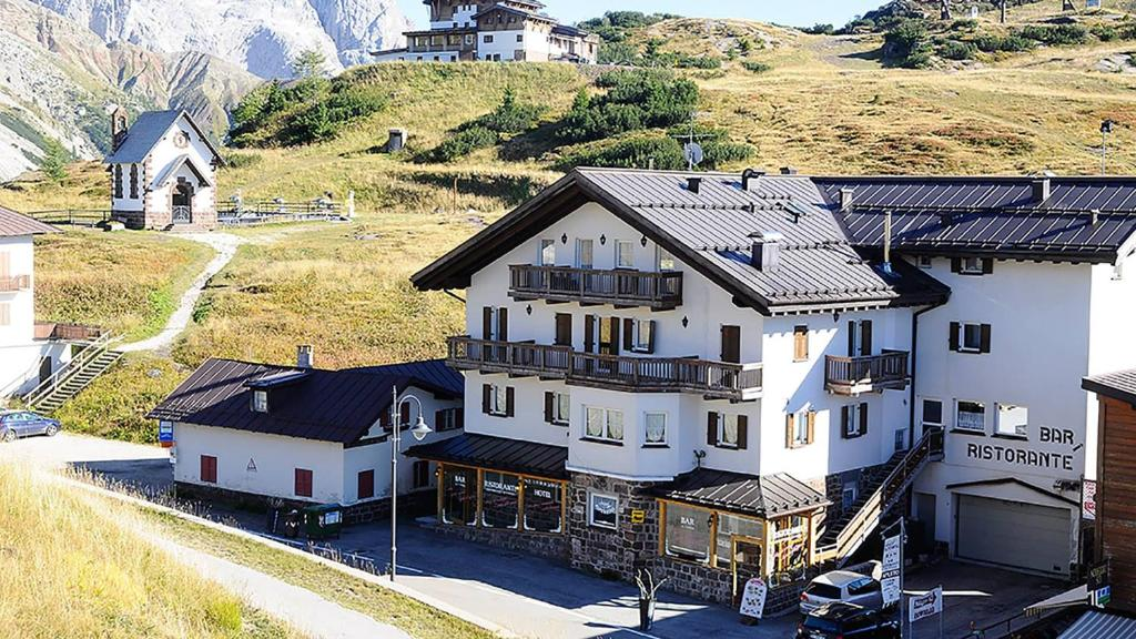 Hotel Alpenrose Passo Rolle, Italy