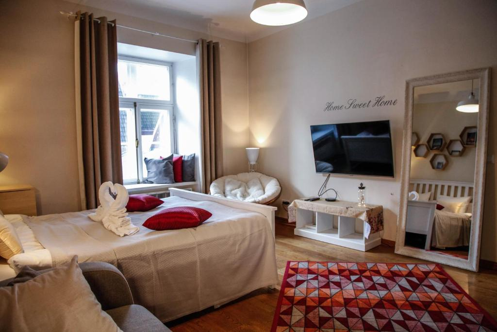 A bed or beds in a room at Dream Stay - Cosy Old Town Studio for 3