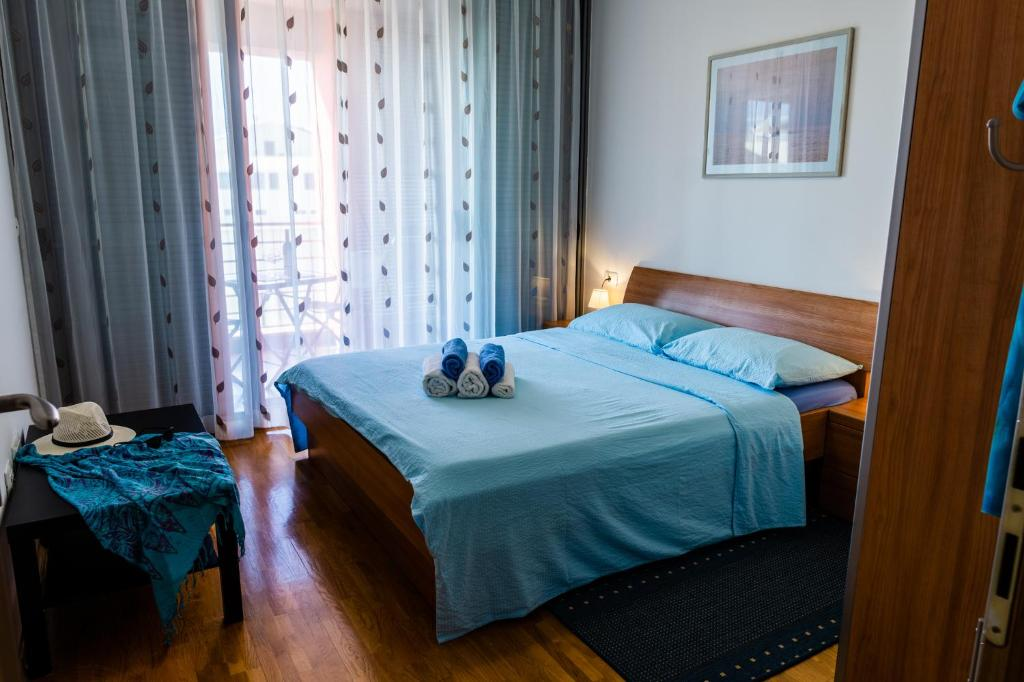 A bed or beds in a room at APP - 1