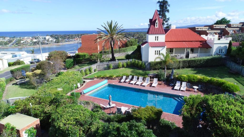A view of the pool at Pacific Heights Holiday Apartments or nearby