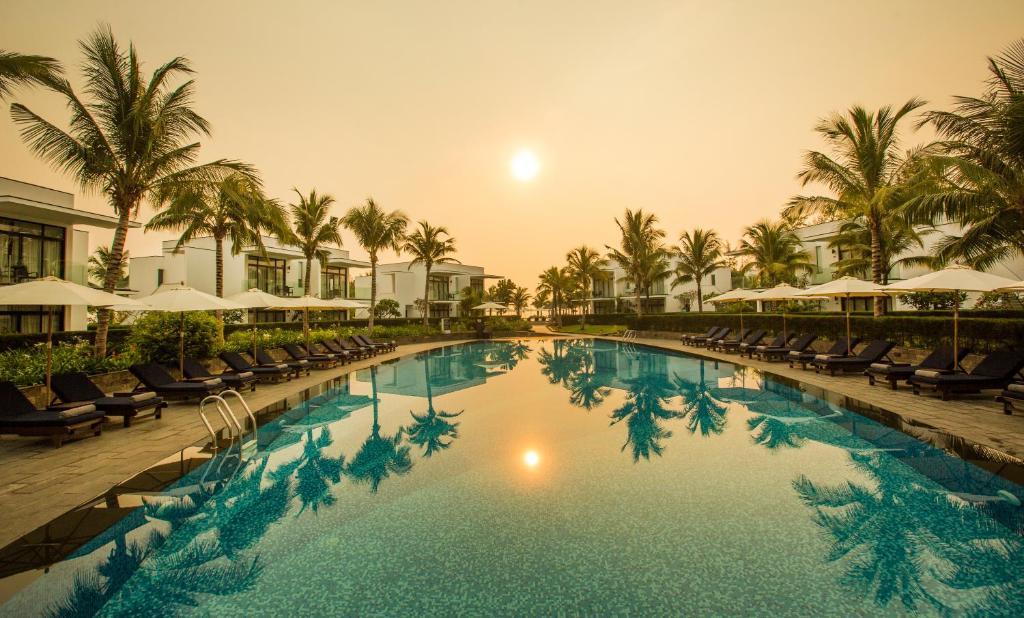 Melia Danang Beach Resortの敷地内または近くにあるプール