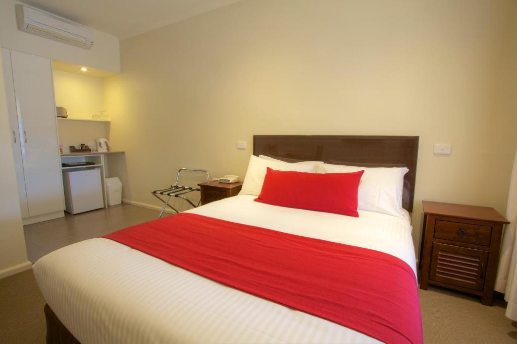 Кровать или кровати в номере Amaroo Motel