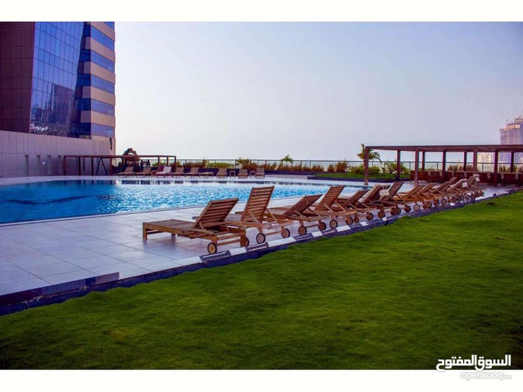 A piscina localizada em Damac Al Jawahara Apartment ou nos arredores