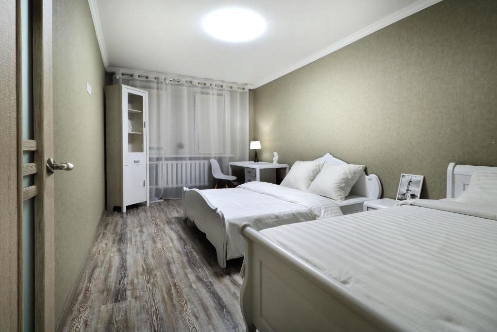 A bed or beds in a room at PaulMarie Apartments on Yakubovskogo str.