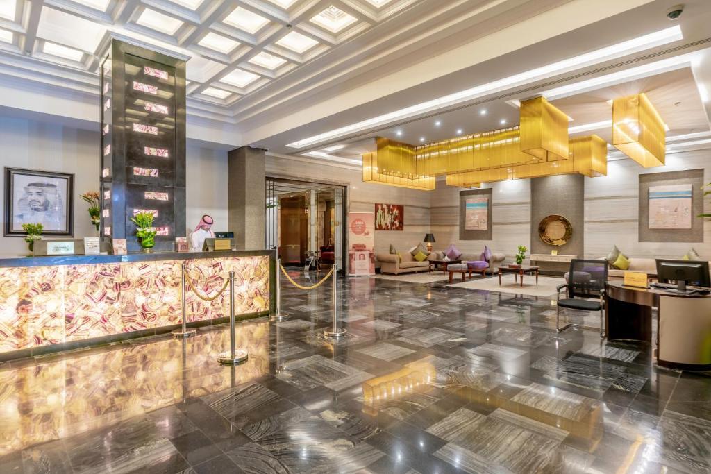 O saguão ou recepção de Makeen Homes by Warwick Hotel