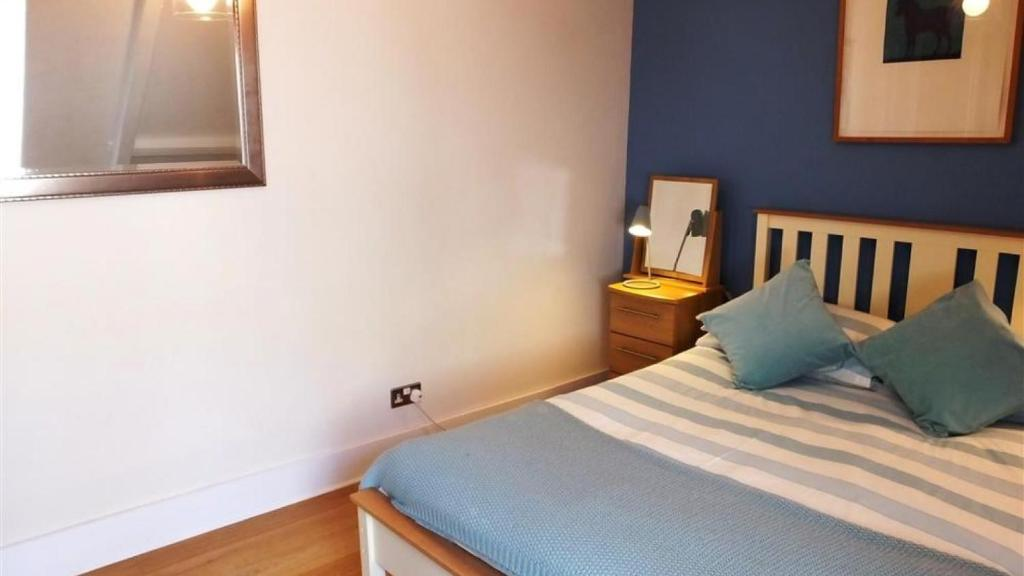 A bed or beds in a room at Albert View 2