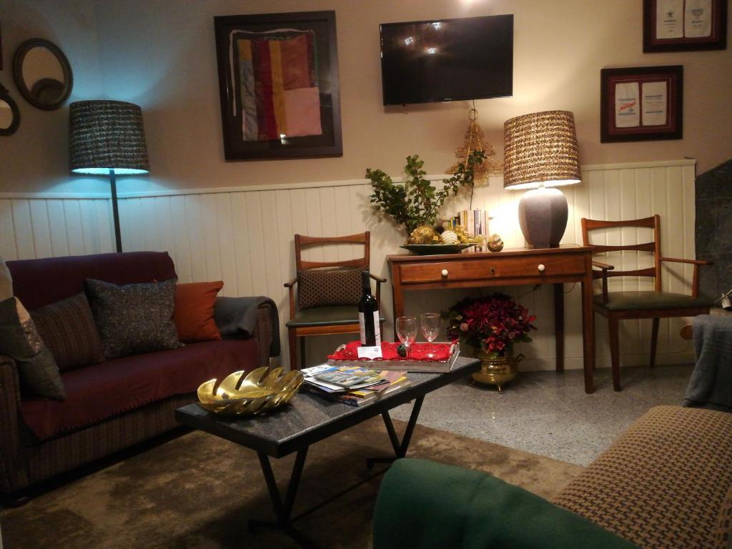 Uma área de estar em Casa do Ti Messias