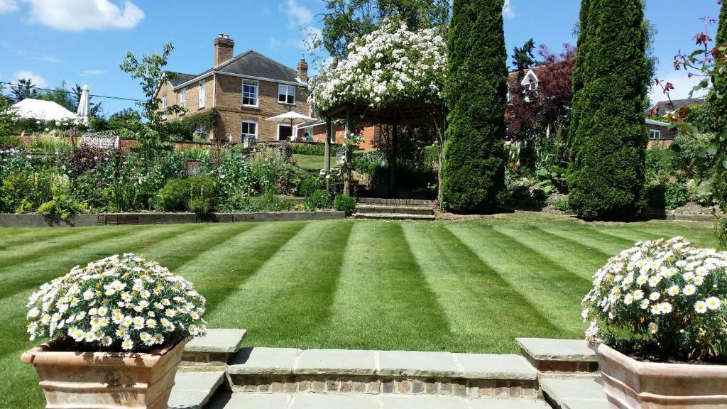 A garden outside Rookwood Farmhouse B&B