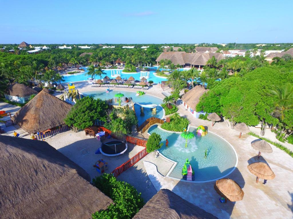 Een luchtfoto van Grand Palladium Kantenah Resort & Spa - All Inclusive