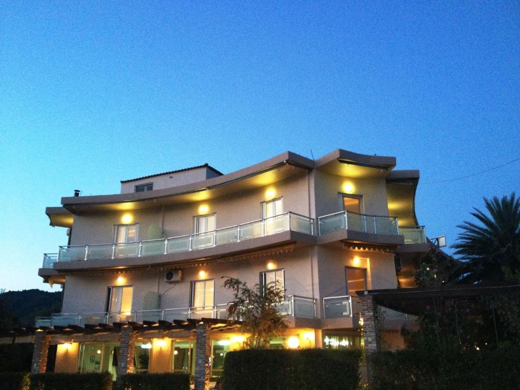 Souris Hotel Rovies, Greece