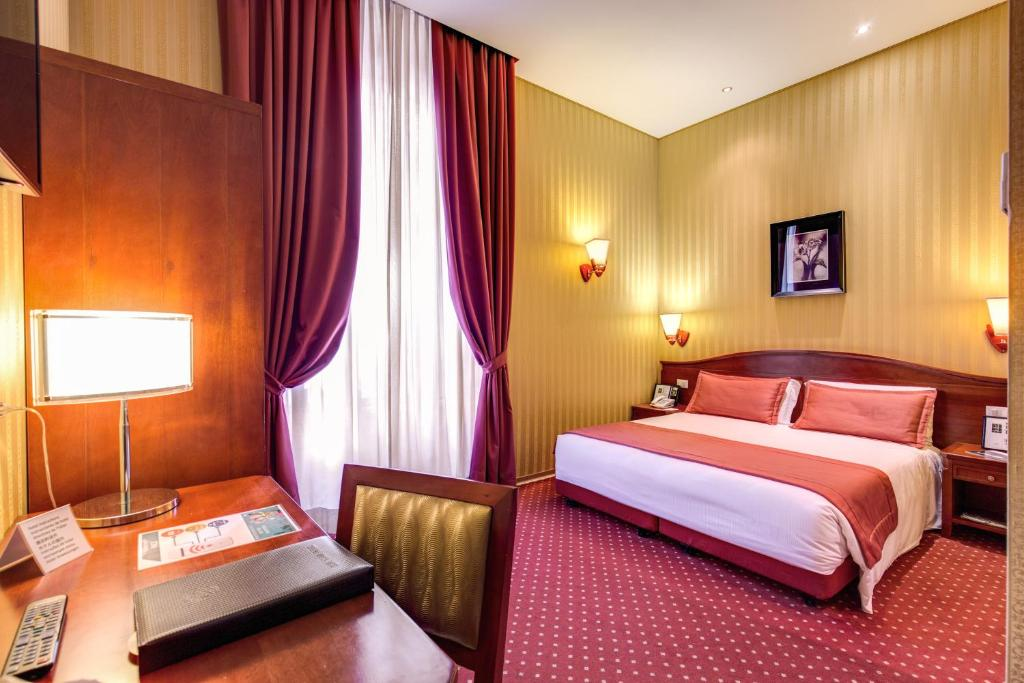 A bed or beds in a room at Augusta Lucilla Palace