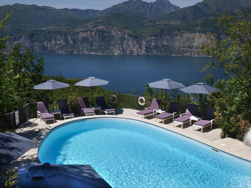 A view of the pool at Hotel Querceto Wellness & Spa or nearby
