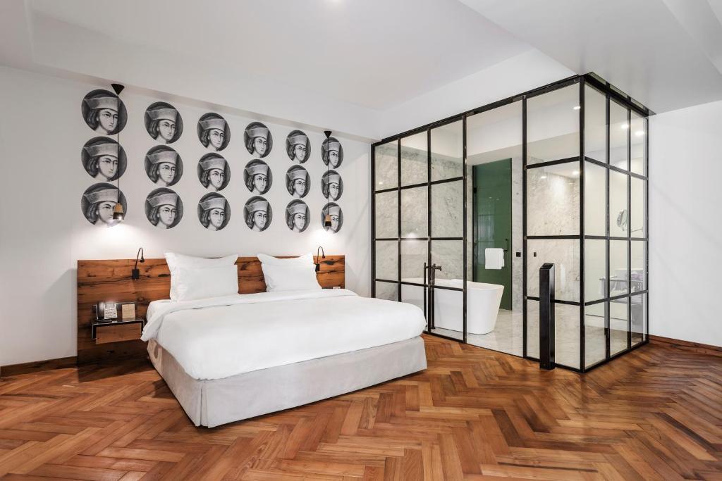 מיטה או מיטות בחדר ב-Shota @ Rustaveli Boutique Hotel