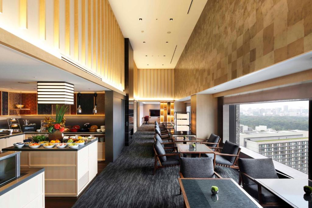 A restaurant or other place to eat at The Capitol Hotel Tokyu