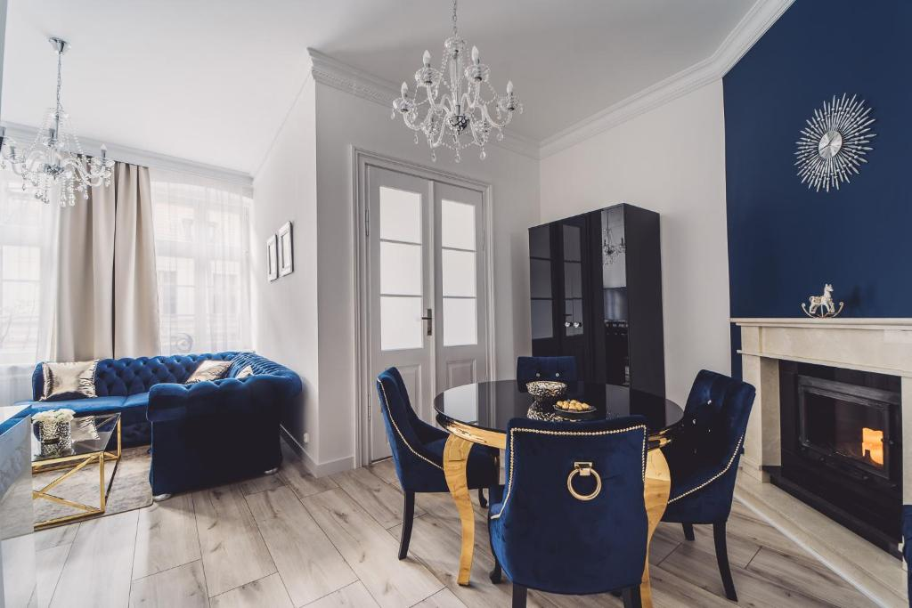A seating area at Glam Apartments