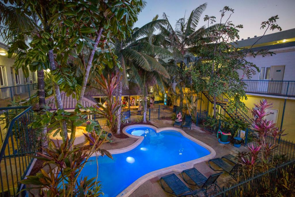 A view of the pool at Cairns Central YHA or nearby