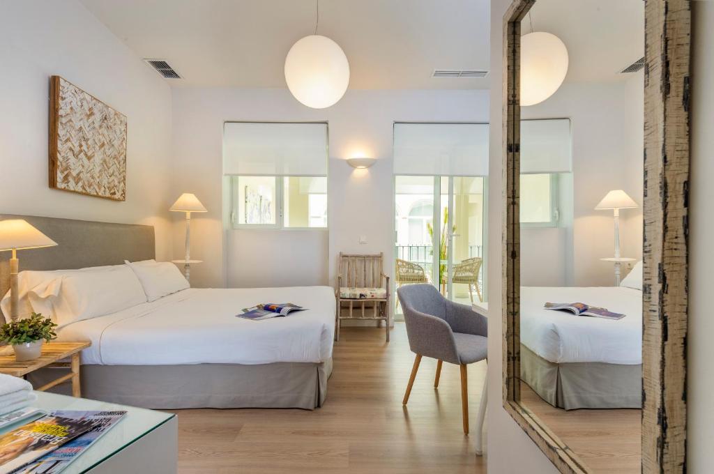 Un ou plusieurs lits dans un hébergement de l'établissement Suites Sevilla Plaza