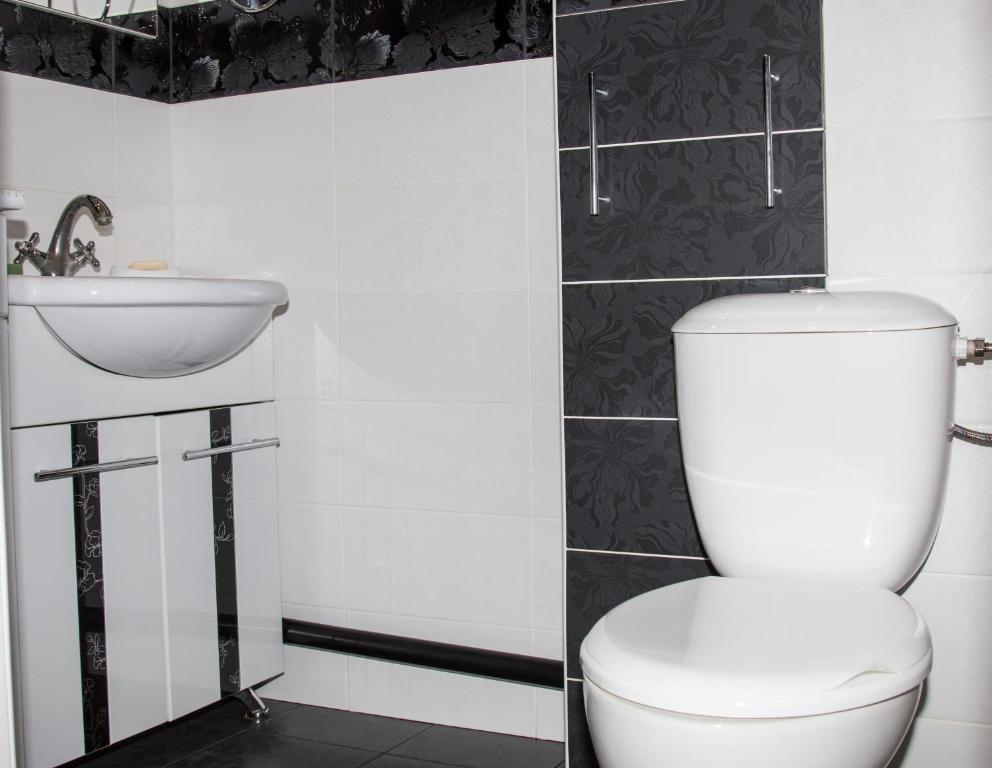 Ванная комната в Трехкомнатные апартаменты на Гоголя
