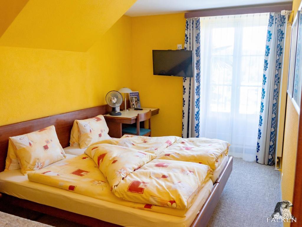 A bed or beds in a room at Gasthof zum Falken
