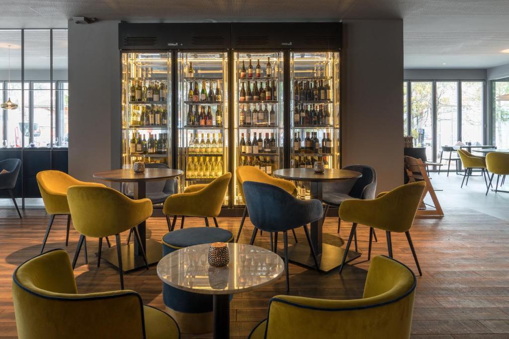 The lounge or bar area at Eden Hotel und Restaurant
