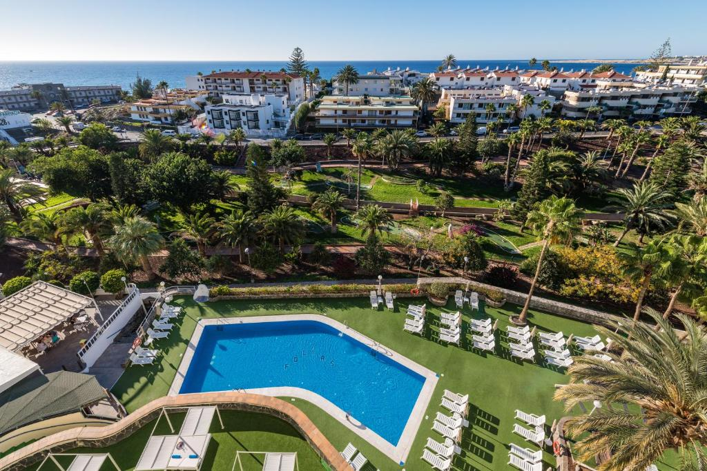Uitzicht op het zwembad bij Hotel New Folías of in de buurt