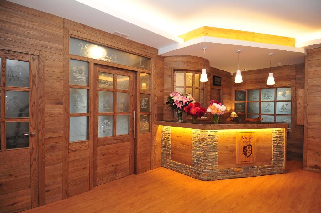 The lobby or reception area at Hotel Lacreu
