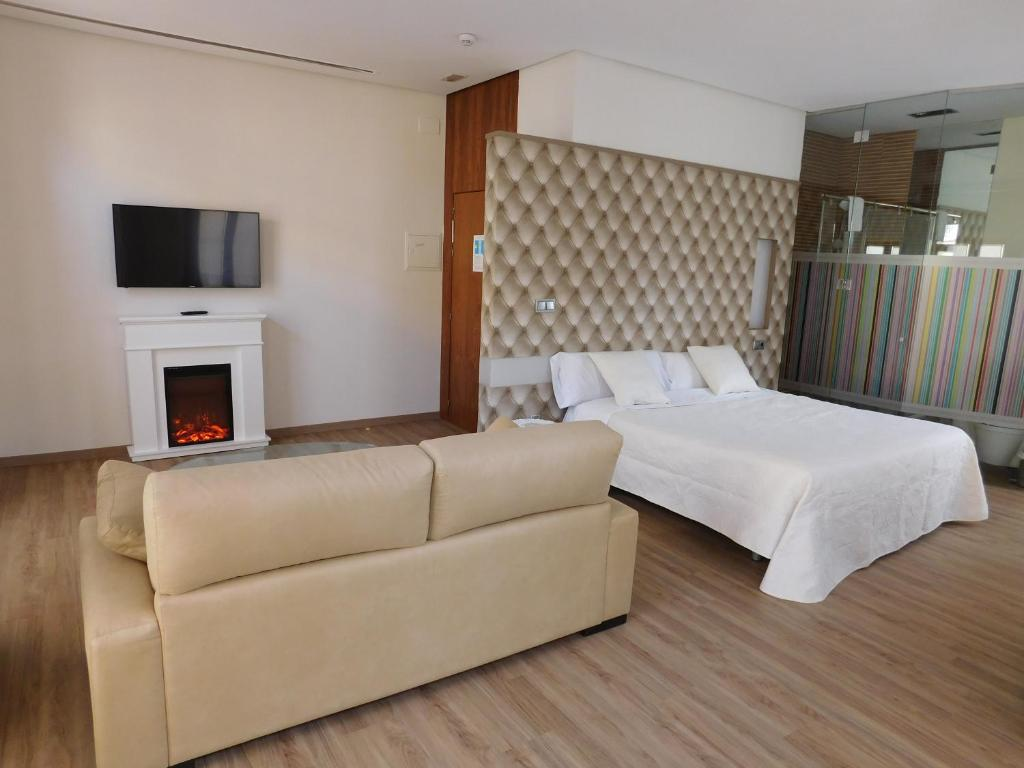 A bed or beds in a room at Hospedium Hotel Boutique Cañitas SPA.