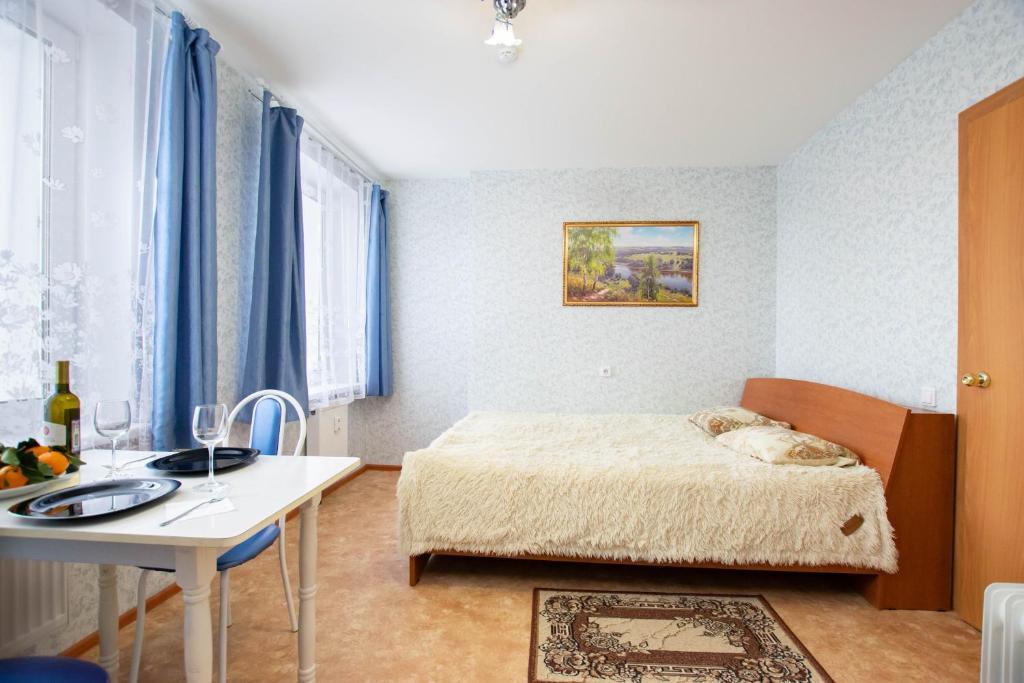 Кровать или кровати в номере Данилиха Студия