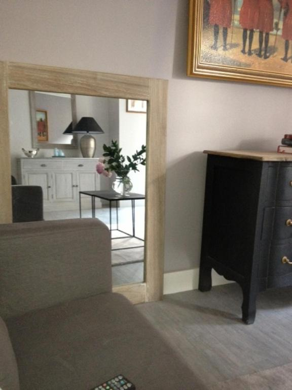 A television and/or entertainment center at Appartement Cherche-Midi