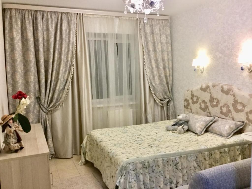 Кровать или кровати в номере ЦЕНТР КАЗАНИ ул ТАЗИ ГИЗЗАТА 15