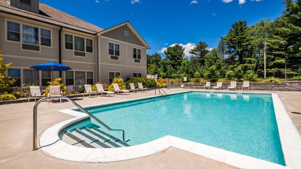 The swimming pool at or close to Best Western Plus Saratoga Springs