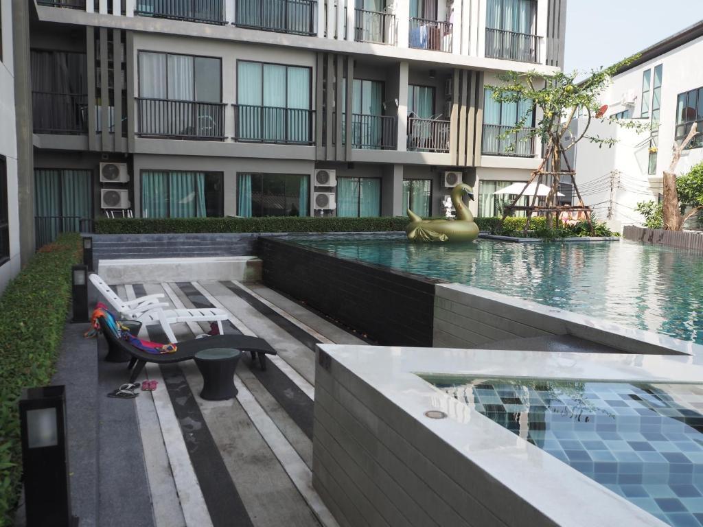Бассейн в Zcape Condominium Bangtao Beach или поблизости