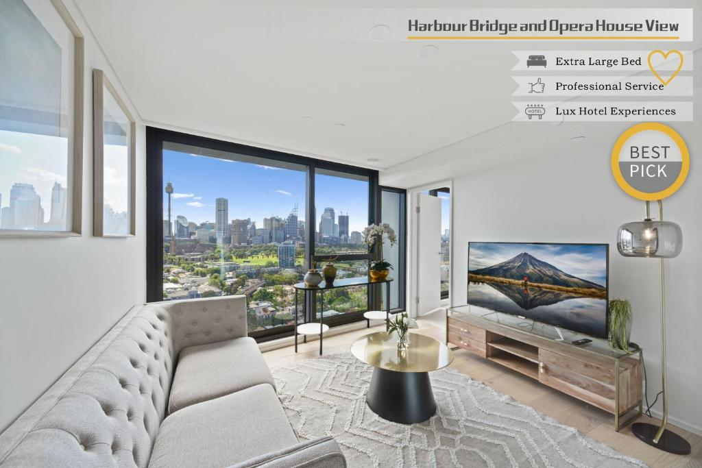 A seating area at Luxurious Harbour Bridge and Opera House Views apt