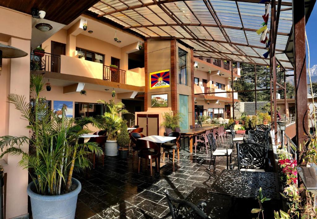 Un restaurante o sitio para comer en Hotel Norbu House