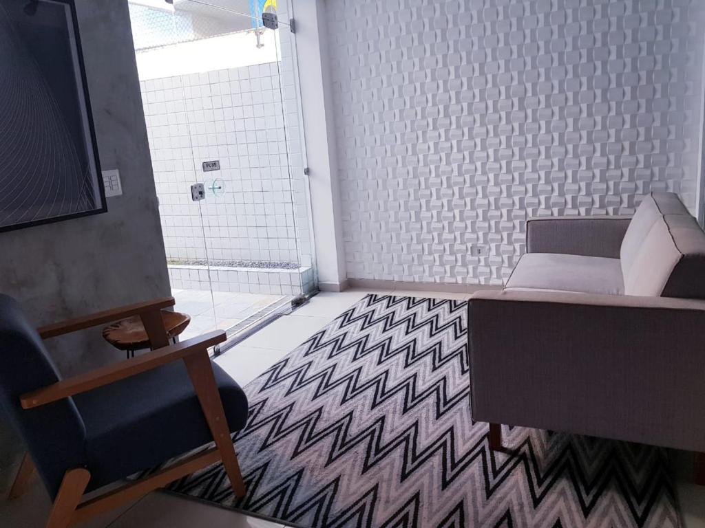 A seating area at Edu Bairro dos Aflitos