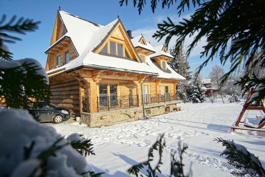 Apartament z widokiem w Murzasichlu during the winter