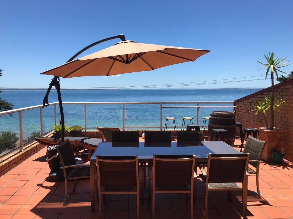 A restaurant or other place to eat at Cowes Beachfront Retreat