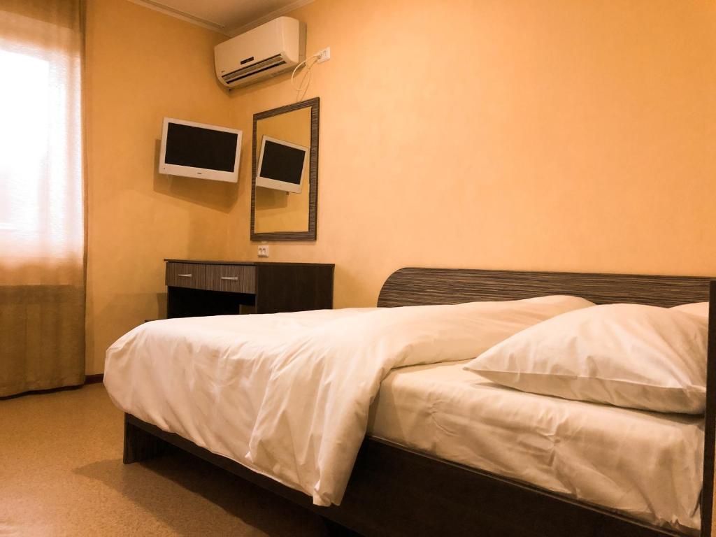 Кровать или кровати в номере Гостевой Дом Радуга