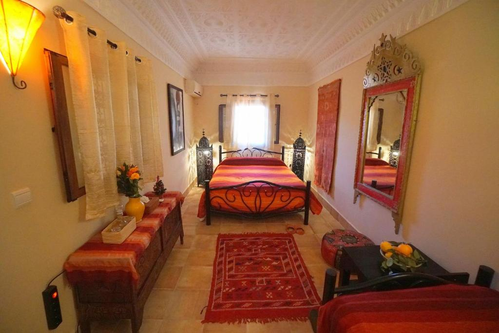 A bed or beds in a room at Riad Dar Rita