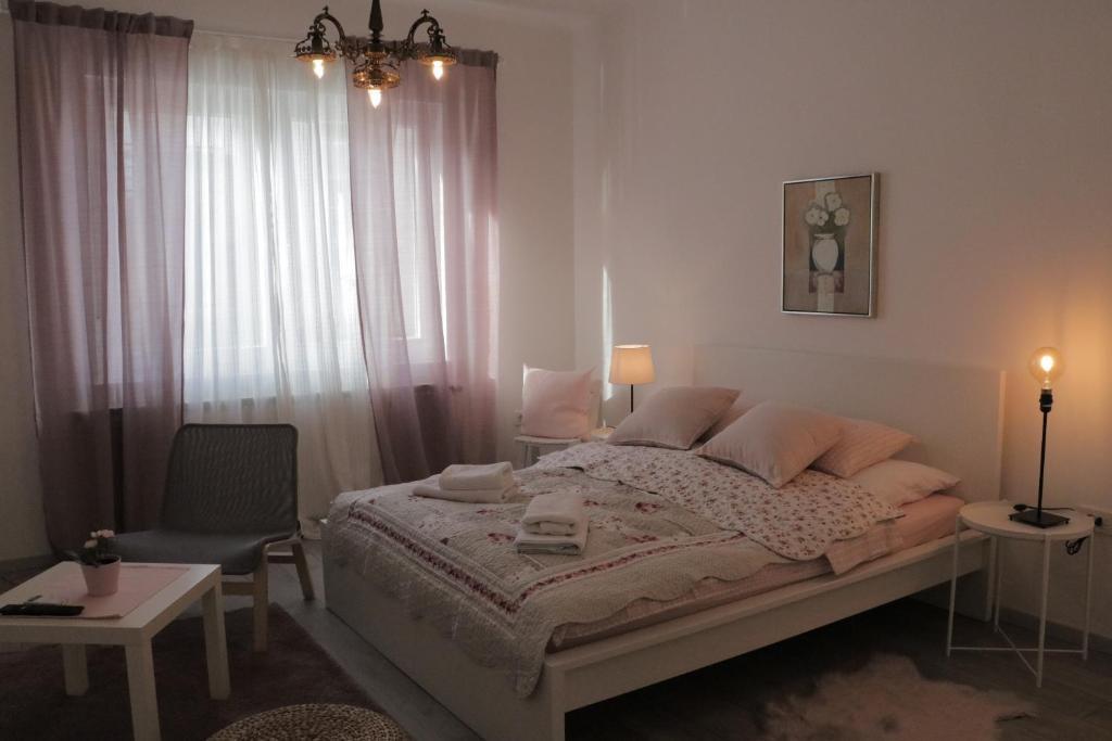 Postel nebo postele na pokoji v ubytování Nora 2