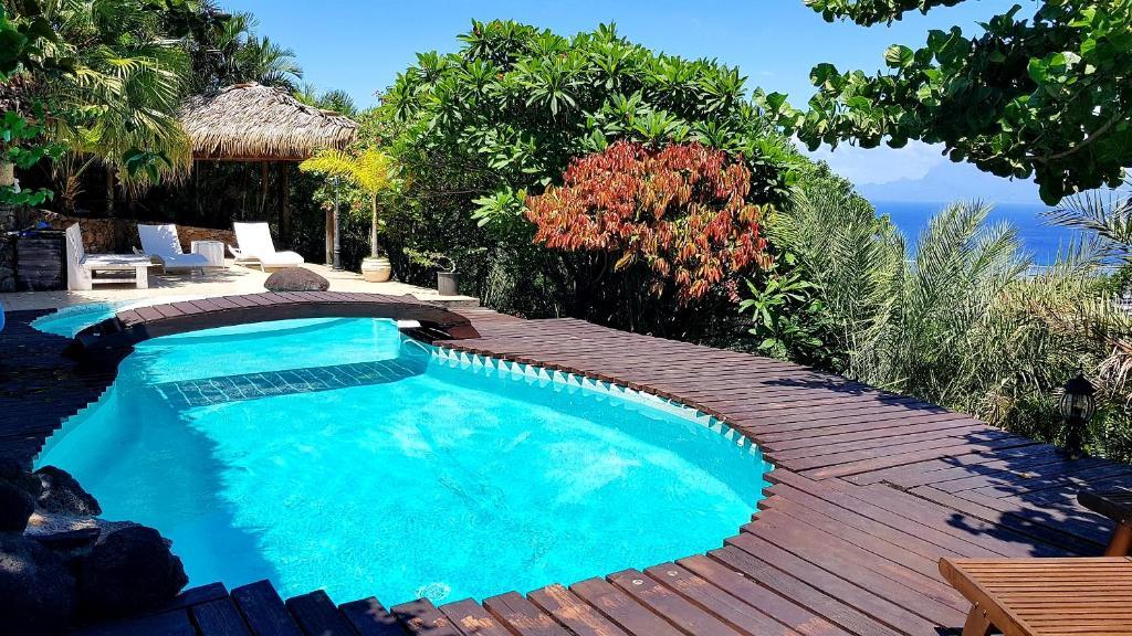 A piscina localizada em Chalet De Tahiti ou nos arredores