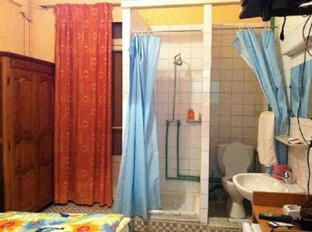 A bathroom at Hotel Samir