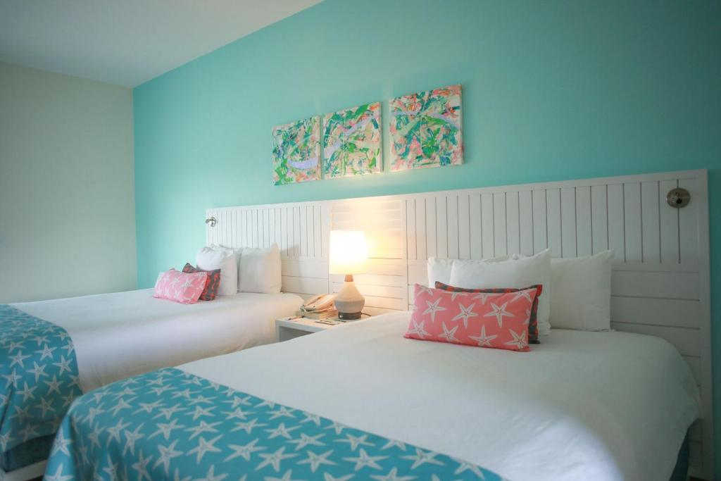 A bed or beds in a room at Pelican Bay Hotel