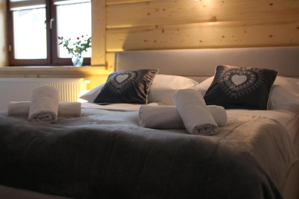 Łóżko lub łóżka w pokoju w obiekcie Apartamenty i pokoje u Klimka