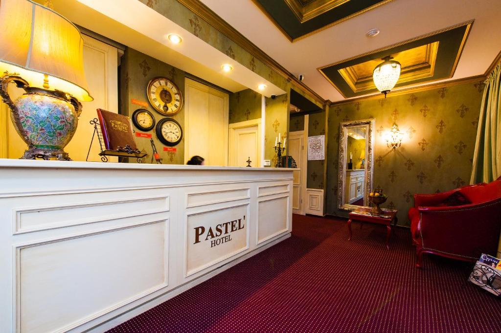 Лобби или стойка регистрации в Бутик отель Pastel'