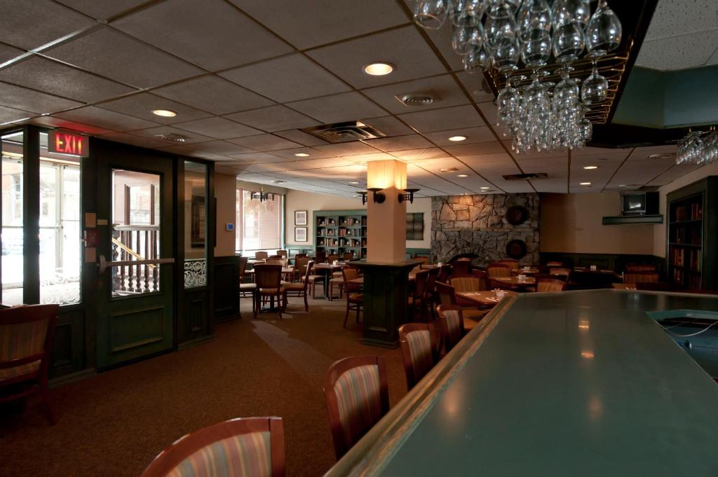 A restaurant or other place to eat at Capital Hill Hotel & Suites