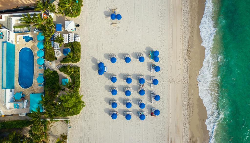 Een luchtfoto van Marenas Beach Resort