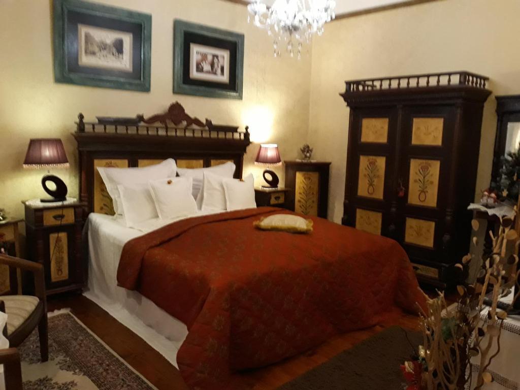Un pat sau paturi într-o cameră la Casa Cositorarului Boutique Pension