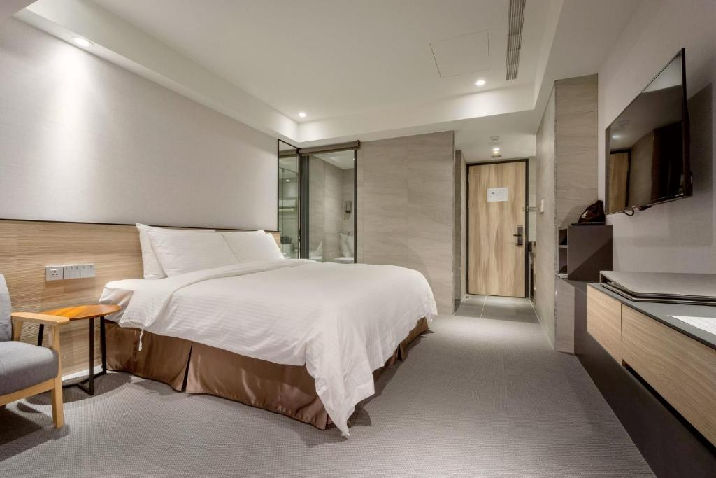Photo of Double Room with City View #4