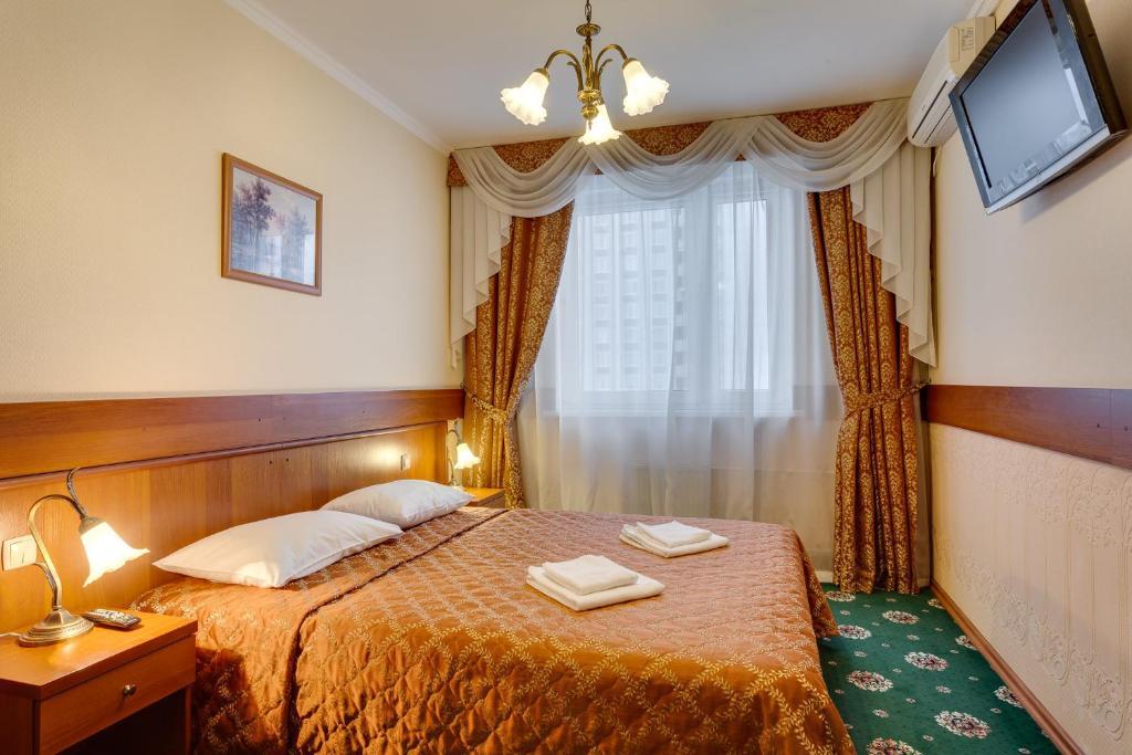 Кровать или кровати в номере #23 Orekhovo Apartments near Tsaritsyno Park